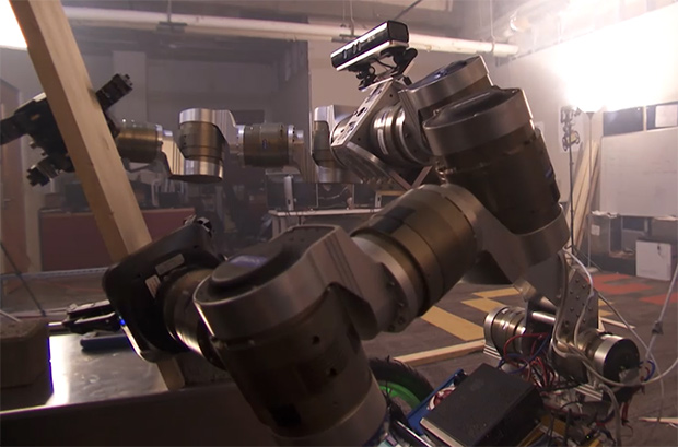 'MacGyver' Robots Use Their Environment to Solve Problems